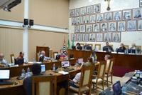 Vereadores aprovam 10 projetos na 15ª sessão e, juntos, se articulam pela Santa Casa