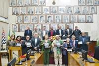 Em sessão solene, Câmara Municipal entrega a Medalha de Mérito Cívico 24 de Junho a seis personalidades