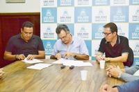 Empresas e Município assinam contratos de doação de novas áreas no Distrito Industrial