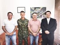Presidente da Câmara se reúne com Prefeito, chefe do Tiro de Guerra e pároco do Perpétuo Socorro