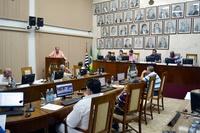 Sessão de 02.05.18 – Câmara aprova 9 documentos e debate segurança em festas e Estatuto do Magistério