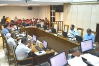 Câmara aprova 12 projetos e texto que autoriza cesta aos inativos e pensionistas