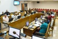 Plenário aprova 5 documentos e debate destinação de terreno para a Justiça Federal